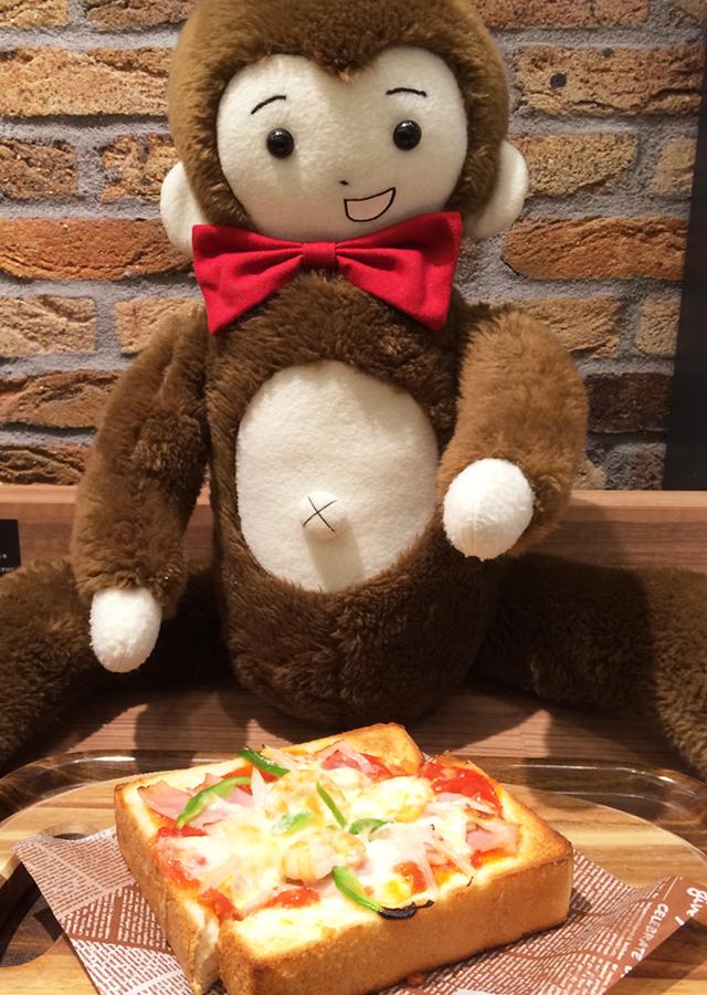 さるのダニエル、新宿で食事中