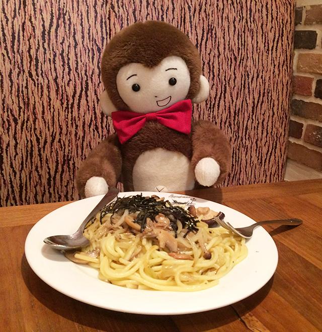 日枝神社に初詣に行く前に、パンコントマテでパスタをいただくさるのダニエル