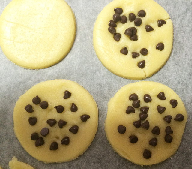 ホワイトデーにクッキーを焼くさるのダニエル